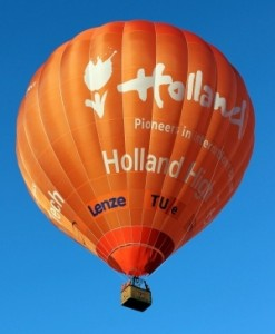 PH-HHT Holland High Tech door Special Balloon Services